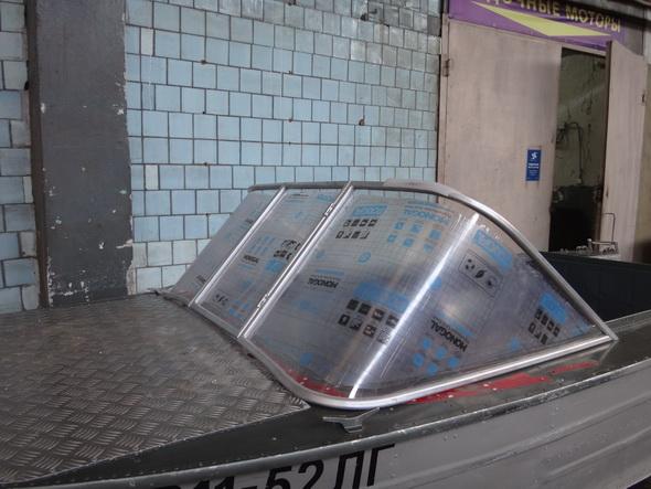 Установка лобового стекла и дистанционного рулевого управления на моторную лодку Днепр
